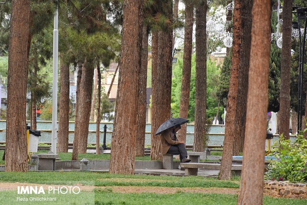 بارش های پراکنده بهاری تا پایان هفته در اصفهان ادامه دارد