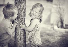 والدین به ایجاد محبت بین خواهر و برادر کمک کنند
