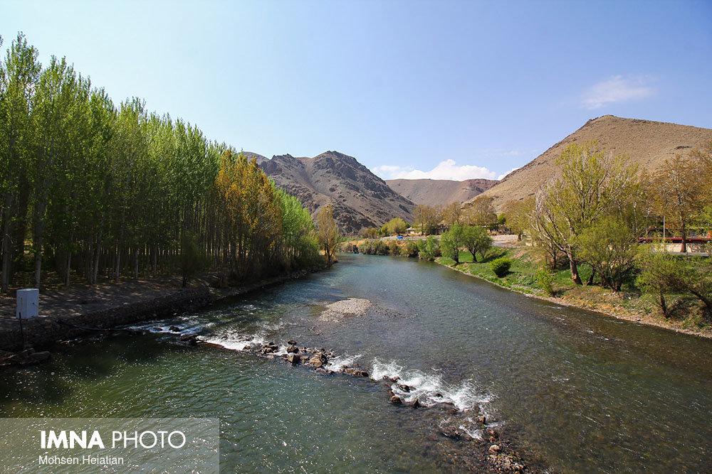 آزادسازی زاینده رود از ۷۰ بند مجاز و غیرمجاز در بستر رودخانه
