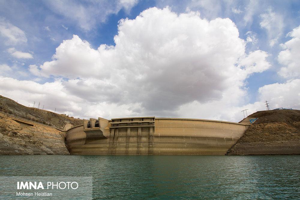ذخیره سد زایندهرود باید یک میلیارد و ۸۰۰ میلیون مترمکعب باشد