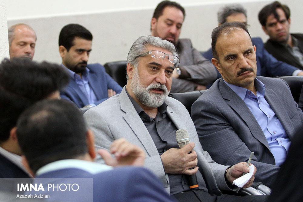 آثار خدمات مرحوم افروزی در غالب طرحهای عمرانی اصفهان دیده میشود