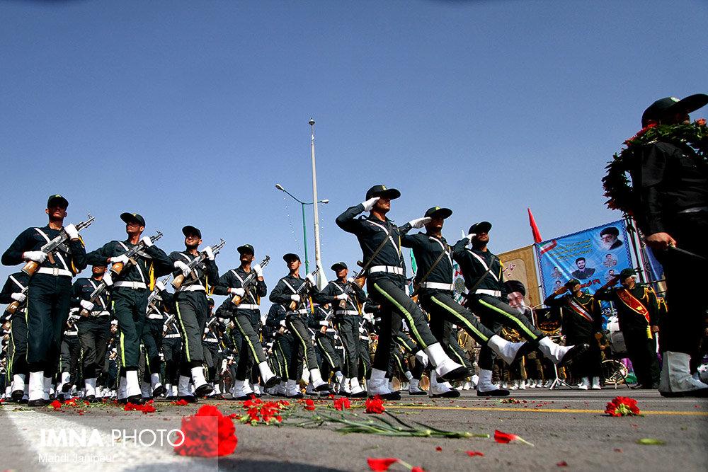 رژه روز ارتش در استانهای سیل زده برگزار نمیشود