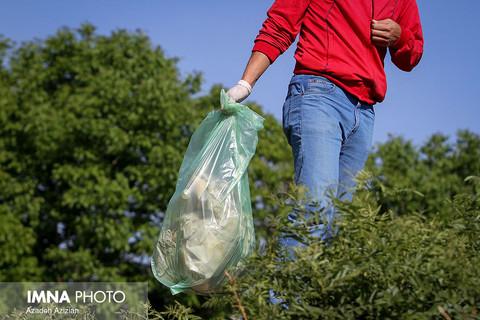پاکسازی حاشیه پارک ناژوان