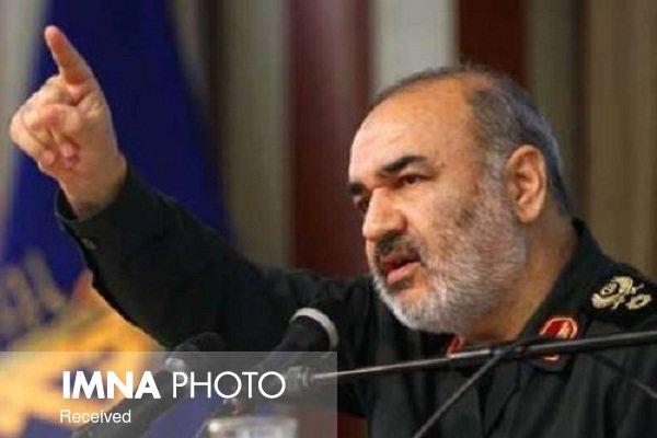 سلامی: تدابیر مقام معظم رهبری آرزوهای دشمن را به هم ریخت