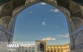آسمانی ابری و گاه وزش باد شدید در اصفهان