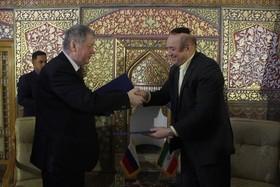 همکاری های دیپلماتیک را به حوزه های فرهنگی توسعه می دهیم