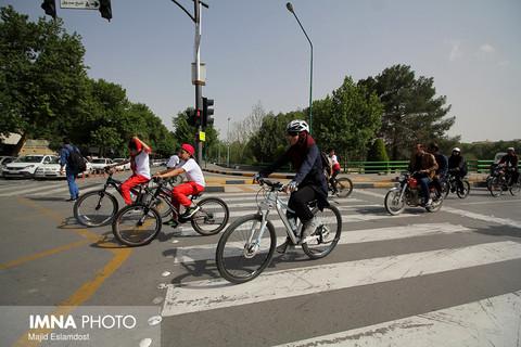 دوچرخه سواری به مناسبت هفته فرهنگي اصفهان