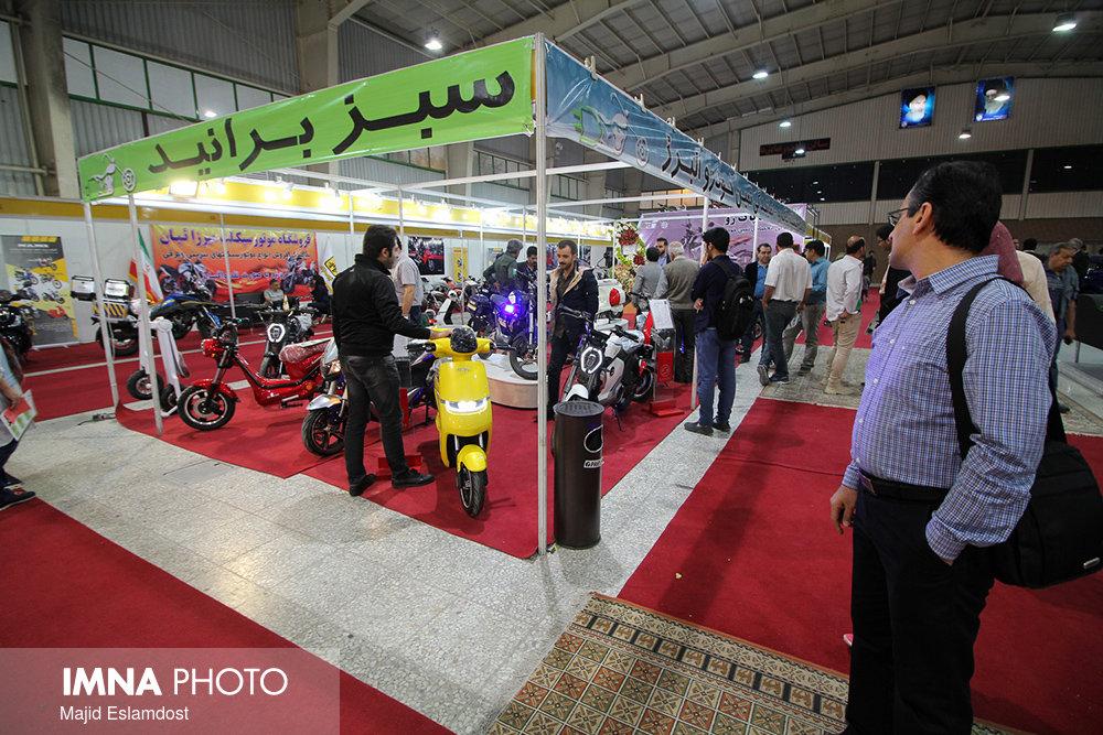 اولين روز برگزاري نمايشگاه تخصصي حمل و نقل پاك با حضور پرشور مردم برگزار شد.