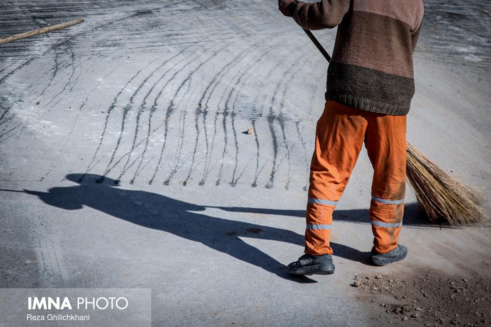 توزیع بستههای معیشتی بین کارگران شهرداری لوندویل