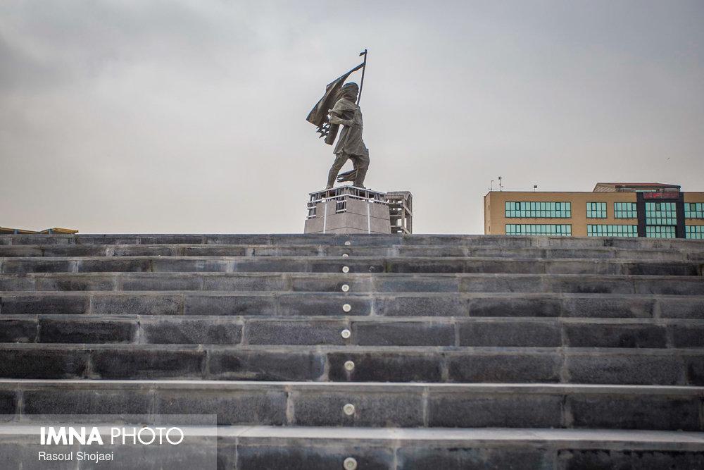 محمدرحیم اخوت: نصب دوباره مجسمه کاوه، نسل امروز را با اساطیر آشنا می کند