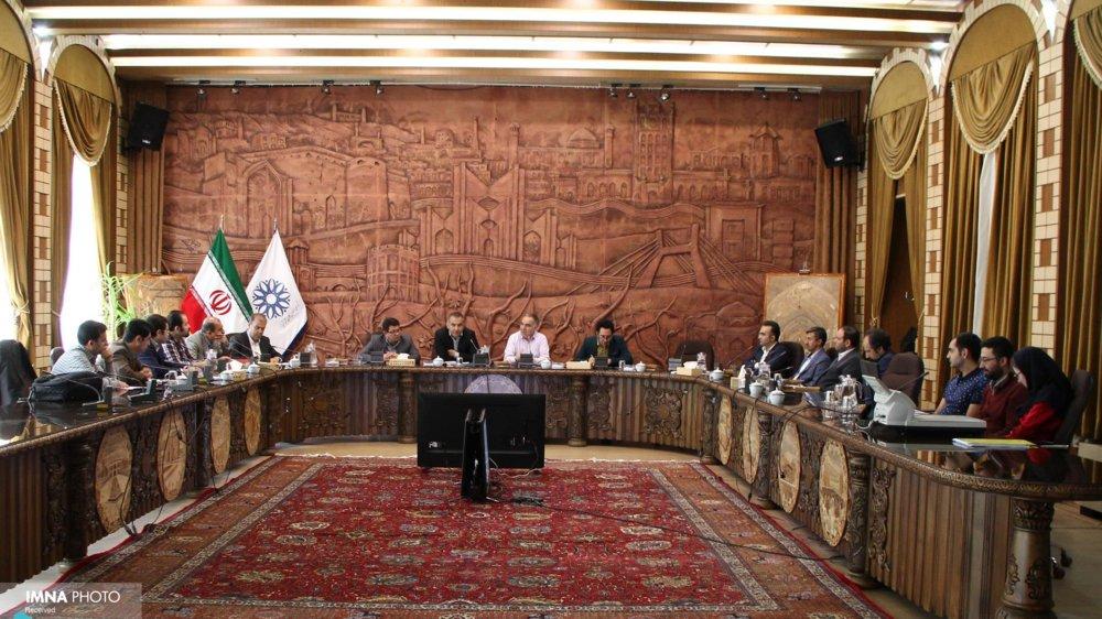 رئیس شورا به حرمت افکار عمومی استعفا دهد