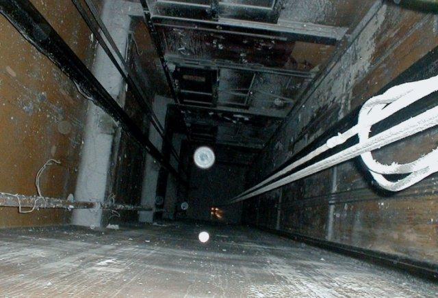 سقوط مرد جوان در چاهک آسانسور