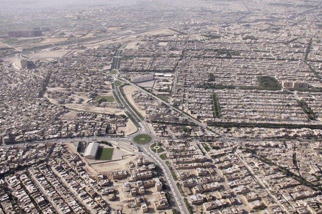 توسعه شهری همراه با توزیع متعادل خدمات باشد