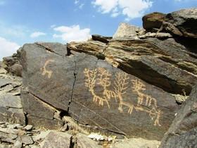 Petroglyphs in Gharghab in favor of people in Khomeyn!