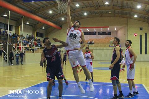 نداشتن لیگ پویا و تاثیر منفی آن روی بسکتبال ایران