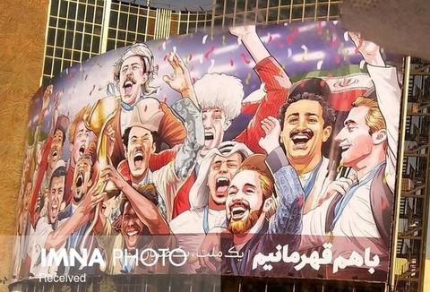 بیلبورد میدان ولیعصر شبانه جمع شود