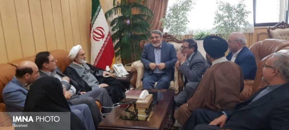 اعتراض اصفهانی ها به وزیر کشور