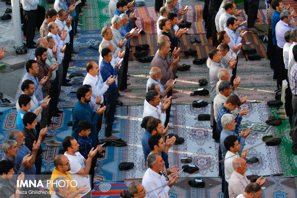 حکم شرعی برگزاری نماز جماعات با رعایت فاصله گذاری اجتماعی چیست؟