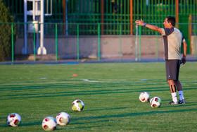 نمازی: مسلمان با توپ بازیکن خطرناکی است