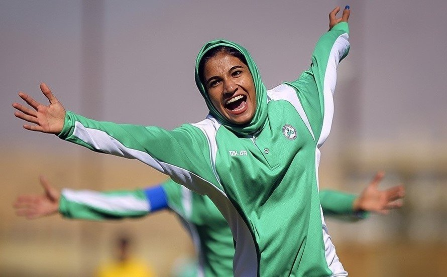 نماینده دختران ایران هستم/ نتوانستم از ذوب آهن خداحافظی کنم
