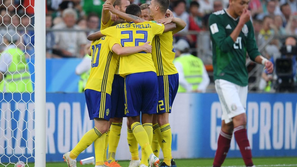 پیروزی بزرگ سوئد برای صدرنشینی/ صعود مردان آزتک به لطف کره