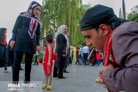 همایش و جشنواره نه به اعتیاد بگویید و آرزوهای خود را به آسمان بفرستید در پل خواجو اصفهان