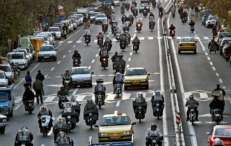 افزایش ۴۰ درصدی ترافیک در مهر/ انضباط بخشی موتورسیکلتها پشت چراغ قرمز مجلس