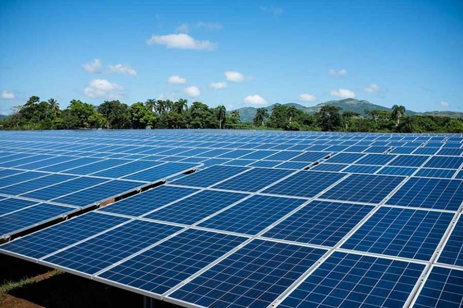 برق چاههای کشاورزی با پنلهای خورشیدی تامین میشود