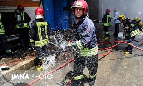 مصدومیت ۳ نفر در آتشسوزی کارگاه طلاسازی در رشت+ عکس
