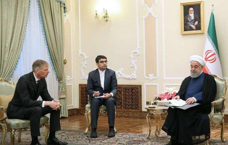 روحانی: توپ در زمین اروپا است