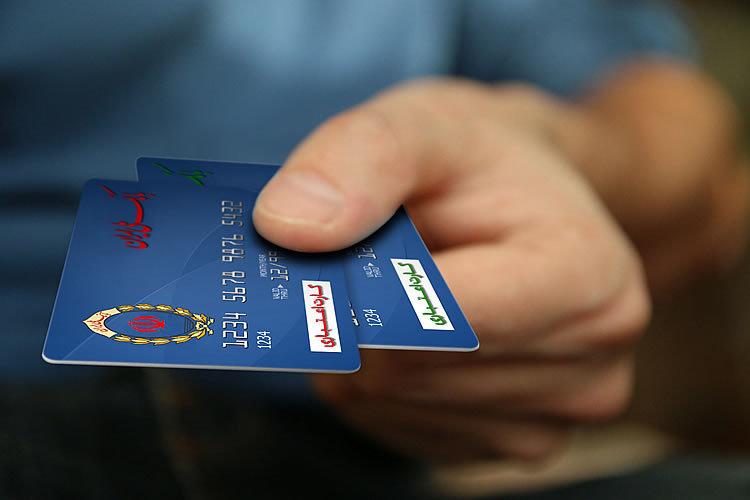توزیع کارت اعتباری تخفیف خرید کالا به رانندگان تاکسی شهری سمنان