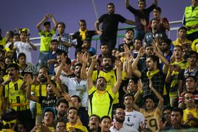 شعار هواداران سپاهان دامان همه را گرفت/ همه گرم کردند به جز جلال!
