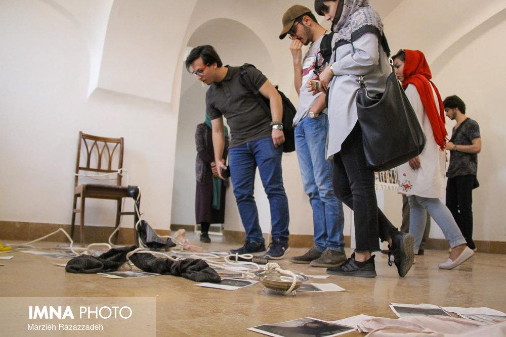 """افتتاح نمایشگاه """"به سادگی یک روایت ممکن"""""""