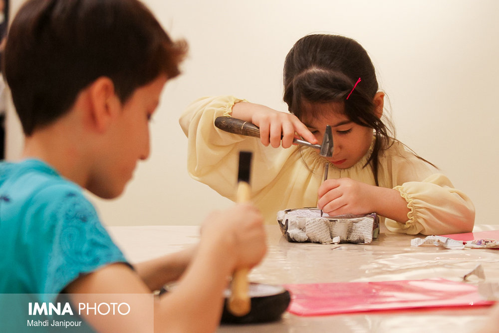 Exhibition of first summer handicrafts school to hold in Isfahan
