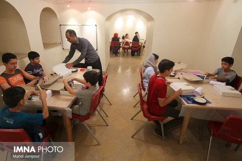 برگزاری مدرسه تابستانه صنایع دستی با هدف شناسایی استعدادهای نوجوانان
