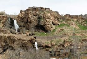 گیسوی جاری کوهستان برفراز هزار چشمه