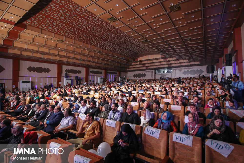 تابش در گفتوگو با ایمنا: اصفهان باید برند سینمای کودک و نوجوان شود