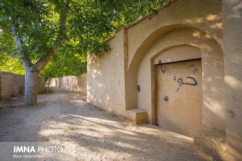 تیران،شهر درب های سنگی