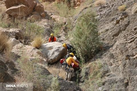 مرد ۴۵ ساله از کوه صفه سقوط کرد