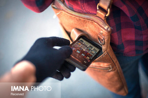 سارقان موبایل قاپ در فردیس دستگیر شدند