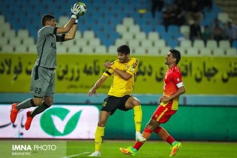 زمان بازی سپاهان و فولاد خوزستان تغییر کرد