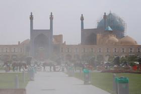 هوای اصفهان ۵ درجه خنکتر میشود/حاکمیت گرد و غبار تا سهشنبه