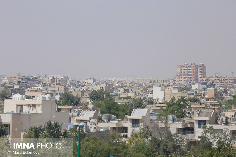 وزش باد و گرد و خاک شرق اصفهان را دربرمیگیرد