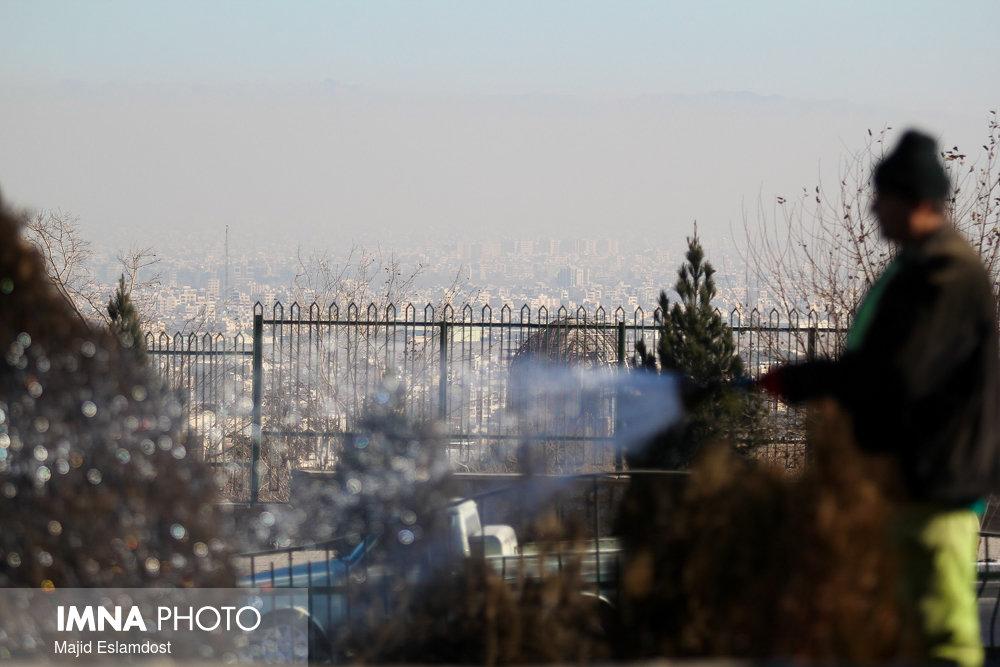 باد و گرد و خاک شمال و شرق اصفهان را فرا میگیرد