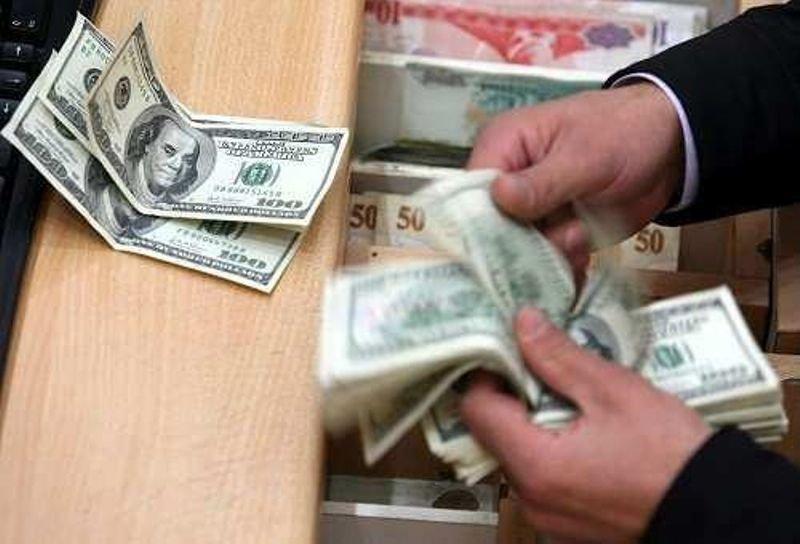 صرافیهای مجاز میتوانند از بانکهای عامل ارز خریداری کنند