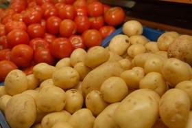 روند کاهشی نرخ گوجهفرنگی و سیبزمینی در بازار