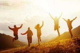 دولتها چه نقشی در ایجاد شادی در جوامع دارند؟