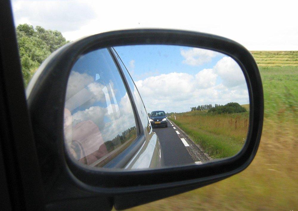 مراقب آینه بغل خودروها باشید