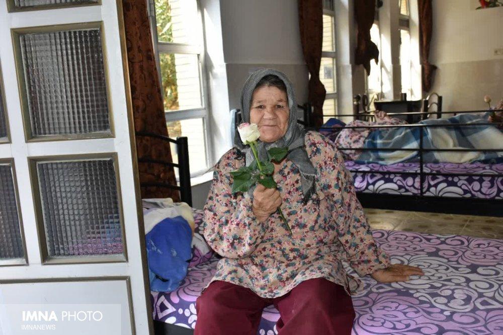 خدمات بهزیستی ایران به سالمندان در شرایط کرونا قابل توجه است