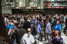 بازار داغ فروش ارز در خیابان سپه